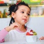 Çocuklara meyveli yoğurdu evde yapın